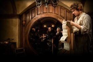 Filmszene Der Hobbit: Eine unerwartere Reise - Bilbo daheim mit den Zwergen